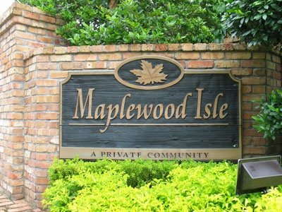 Maplewood Isles sign